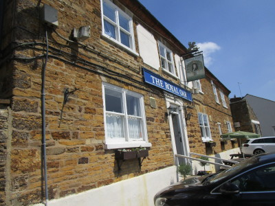 Walgrave dog-friendly pub and dog walk, Northamptonshire - Driving with Dogs