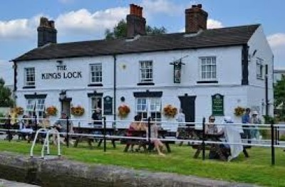 Middlewich dog-friendly pub and dog walk, Cheshire East - Driving with Dogs