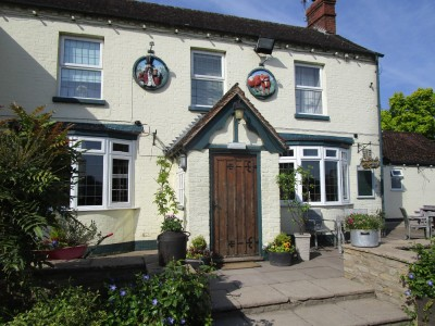 Dog-friendly pub with camping near Tewkesbury, Worcestershire - Driving with Dogs