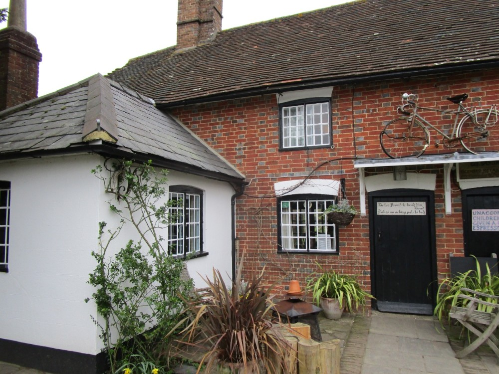 A272 dog walk and dog-friendly pub, West Sussex - Sussex dog-friendly pub with dog walk.JPG