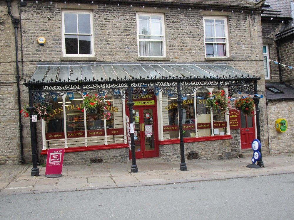 Castle dog walk and dog-friendly pub, Yorkshire - Yorkshire dog walk and dog-friendly pub