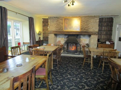 M4 and Fosse Way coaching inn with a dog walk, Wiltshire - Driving with Dogs