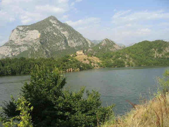 Castillo Angelini -Andorra (c angelinipost.com)