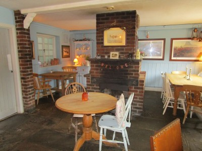 A285 Nore Hill dog walk and dog-friendly pub, West Sussex - Driving with Dogs