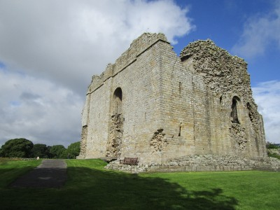 A66 Castle ruins and doggiestop near Bowes, County Durham - Driving with Dogs