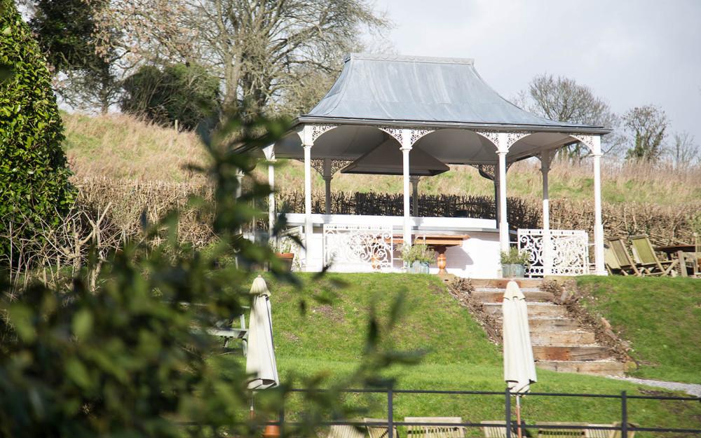 Dog-friendly dining and walks near Shaftesbury, Wiltshire - Wiltshire dog friendly pub and dog walk
