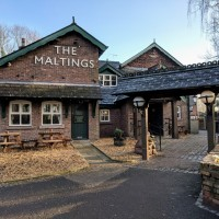Award-Winning Dog-Friendly Pub Just 2 Miles from the M62, Junction 8 or 9, Cheshire