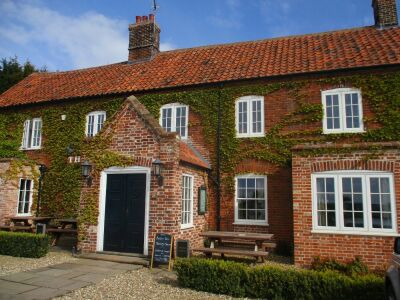 Dog-friendly dining pub with B&B rooms between Fakenham and Dereham, Norfolk - Driving with Dogs