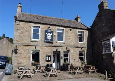 Richmond town with dog-friendly pub and dog walk, North Yorkshire - Driving with Dogs