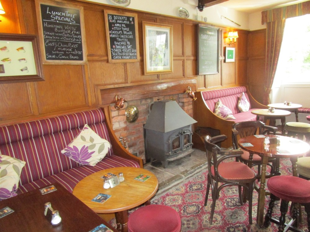 A438 dog walk and dog-friendly pub in cider country, Herefordshire - Herefordshire dog-friendly pub and dog walks.JPG