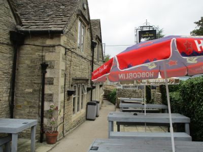 Dog-friendly inn with B&B near Bourton-on-the-Water, Gloucestershire - Driving with Dogs