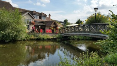 A412 Dog walk and dog-friendly country pub near Ruislip, Hertfordshire - Driving with Dogs