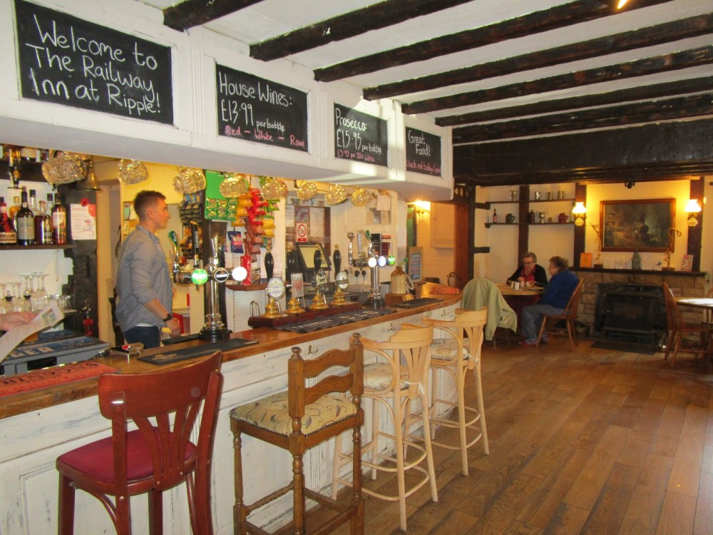 M50 Junction 1 dog-friendly pub and dog walk, Worcestershire - Worcestershire dog walks and dog-friendly pubs.JPG
