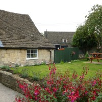 Country dining pub and dog walk near Bath, Wiltshire - Wiltshire dog friendly pub and dog walk
