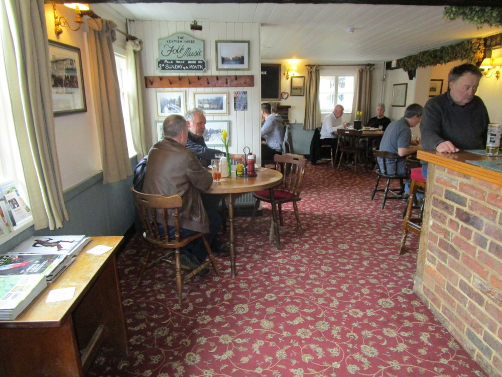 A264 Dog walk and dog-friendly pub near Edenbridge, Kent - Kent dog-friendly pub and dog walk.JPG