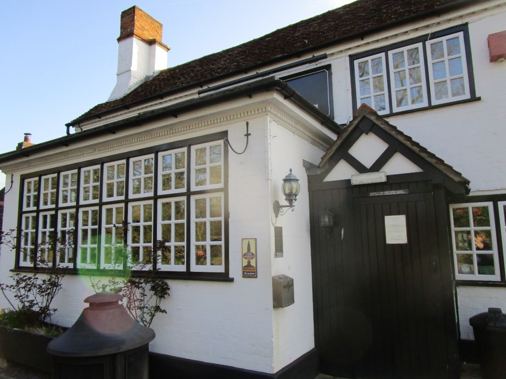A281 dog walk and pub near Alford, Surrey - Surrey dog walks and dog-friendly pubs.JPG