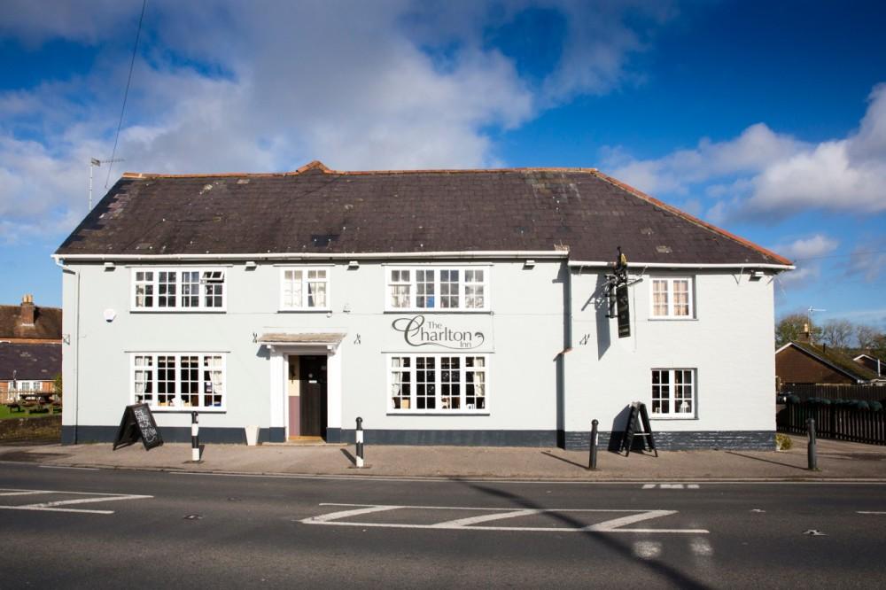 A350 doggiestop near Blandford Forum, Dorset - Dorset dog-friendly pub and dog walk