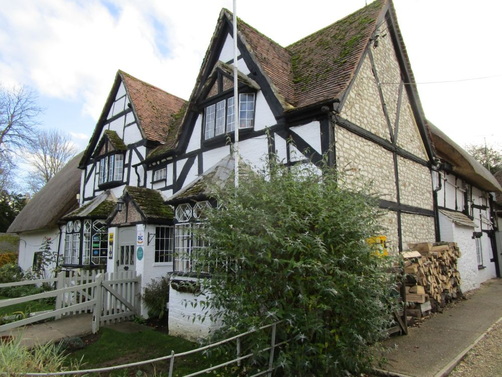 A420 dog-friendly pub and dog walk in the shadow of the White Horse, Oxfordshire - Oxfordshire dog-friendly pub and dog walk
