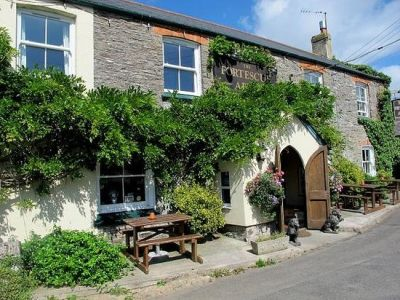 A381 dog-friendly pub and dog walk near Salcombe, Devon - Driving with Dogs