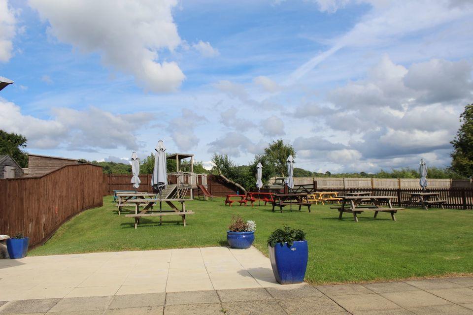 A350 dog-friendly pub and dog walk near Chippenham, Wiltshire - Wiltshire dog-friendly pub and dog walk