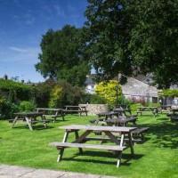 Cricklade dog-friendly inn with B&B and river walk, Wiltshire - Wiltshire dog friendly pub and dog walk