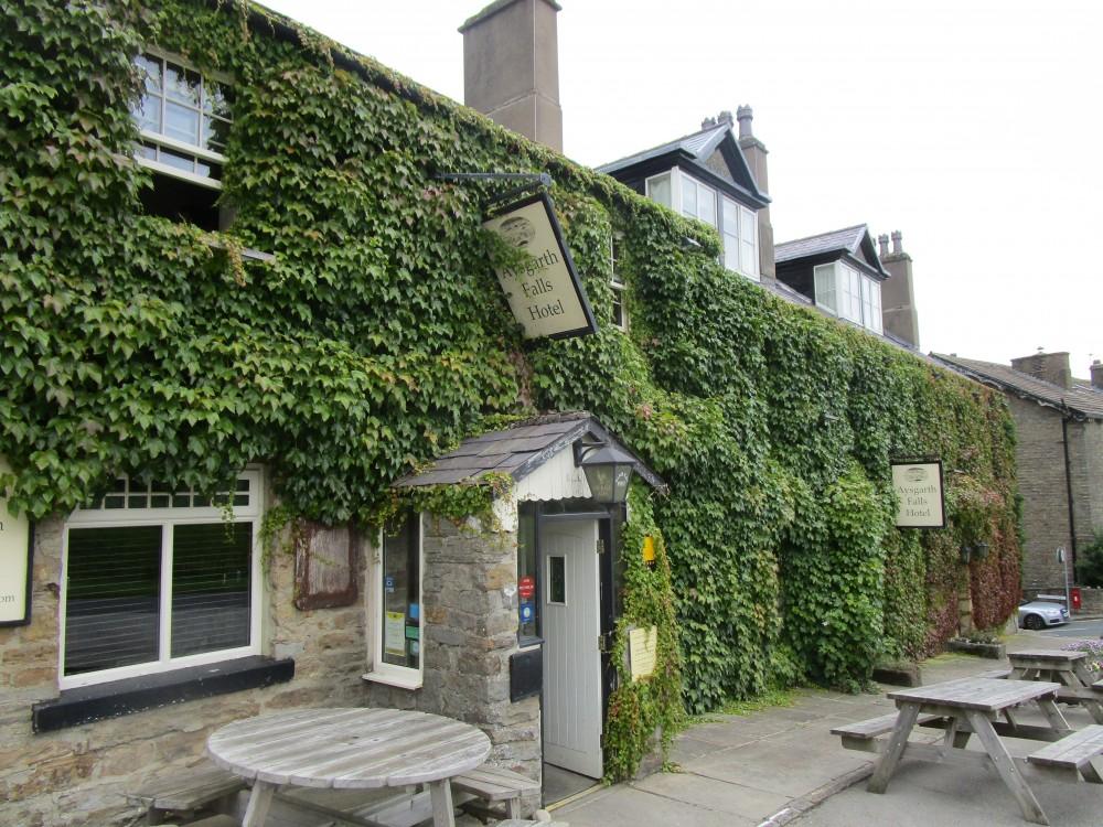 Spectacular Falls dog walk and dog-friendly inn, Yorkshire - Yorkshire dog-friendly pub and dog walk