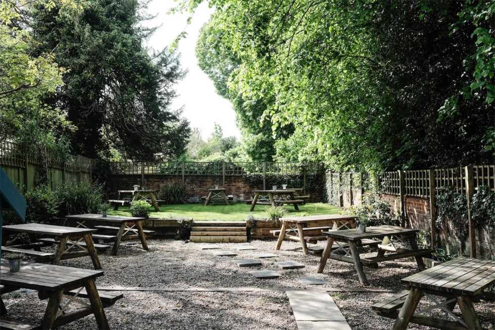 Sonning-on-Thames dog walk and dog-friendly pub, Berkshire - Berkshire dog walk and dog friendly pub