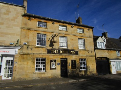 A429 Cotswold dog-friendly pub, B&B and dog walk, Gloucestershire - Driving with Dogs