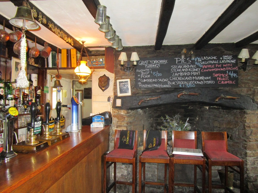River Ure dog walk and dog-friendly inn, Yorkshire - Dog walks in Yorkshire