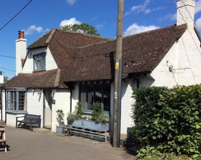 Dog walk and dog-friendly pub near Wendover, Buckinghamshire - Driving with Dogs
