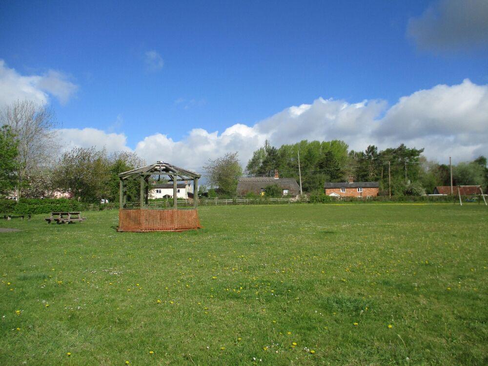A14 outdoor gym, with dog-friendly pub, Suffolk - Suffolk dog-friendly pubs with dog walks
