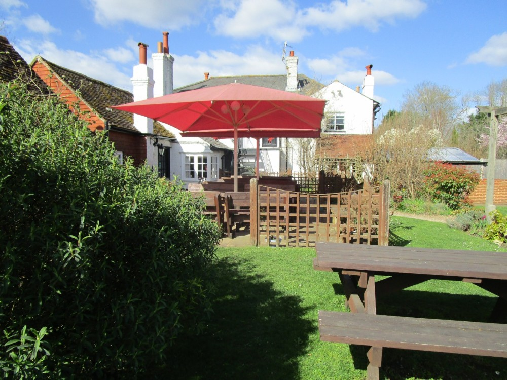 A281 North Downs doggiestop and dog-friendly pub, Surrey - Surrey dog-friendly pub with dog walk.JPG