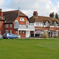 A4 dog friendly pub and dog walk near Maidenhead, Berkshire - Berkshire dog walk and dog friendly pub