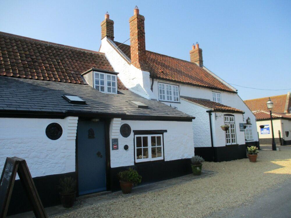 A149 Thornham dog-friendly pub and dog walk, Norfolk - Dog-friendly pub with rooms Norfolk coast.JPG