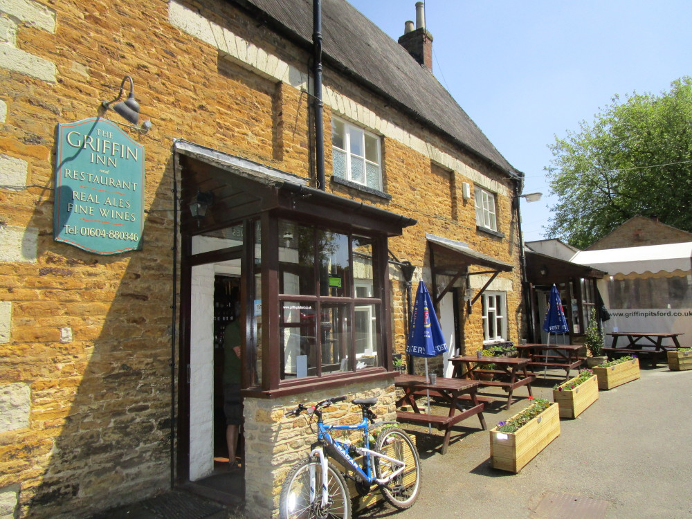 Pitsford dog-friendly pub and dog walk, Northamptonshire - Dog walks in Northamptonshire