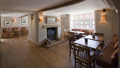 A4 Superb cafe and dog walk, Wiltshire - Driving with Dogs