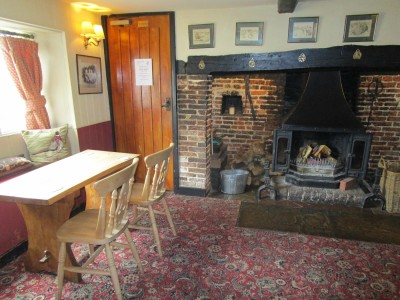 A285 dog-friendly pub and hard-surface walk, West Sussex - Driving with Dogs