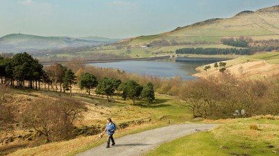 A635 Easy dog walk by a reservoir, Derbyshire - Driving with Dogs