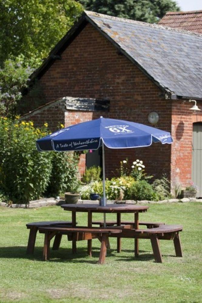 A350 dog-friendly pub and dog walk near Trowbridge, Wiltshire - Wiltshire dog-friendly pub and dog walk