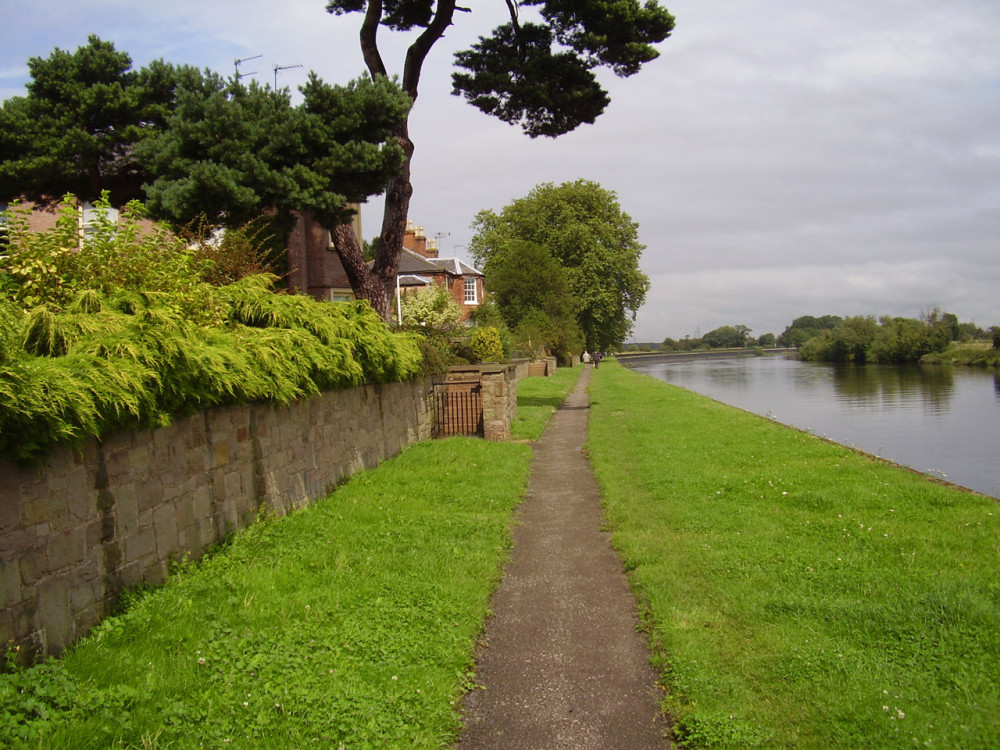 Fiskerton River Trent dog walk, Nottinghamshire - Dog walks in Nottinghamshire