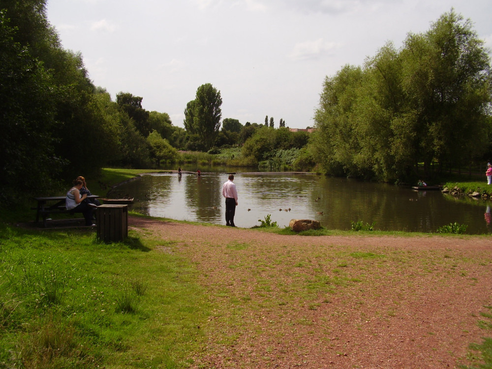 Vicar Water Country Park dog walk, Clipstone, Nottinghamshire - Dog walks in Nottinghamshire
