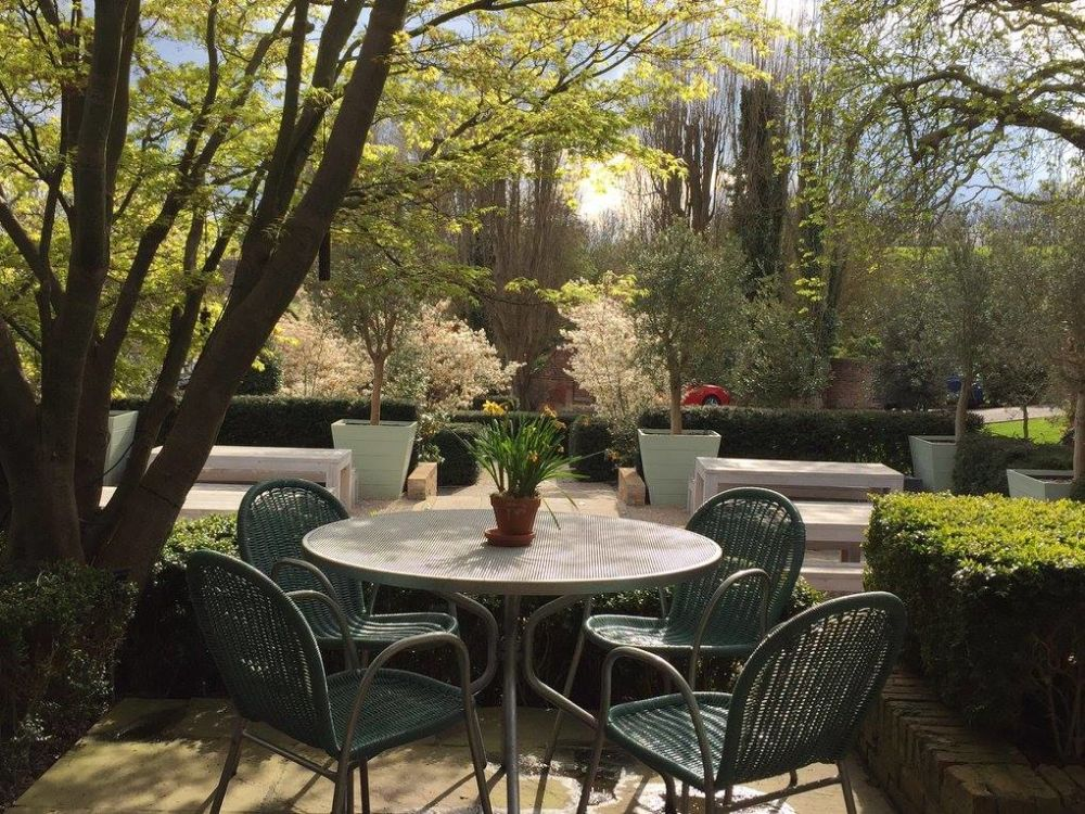 Riverside castle and dog-friendly hotel, Cambridgeshire - Cambridgeshire dog-friendly pub and dog walk