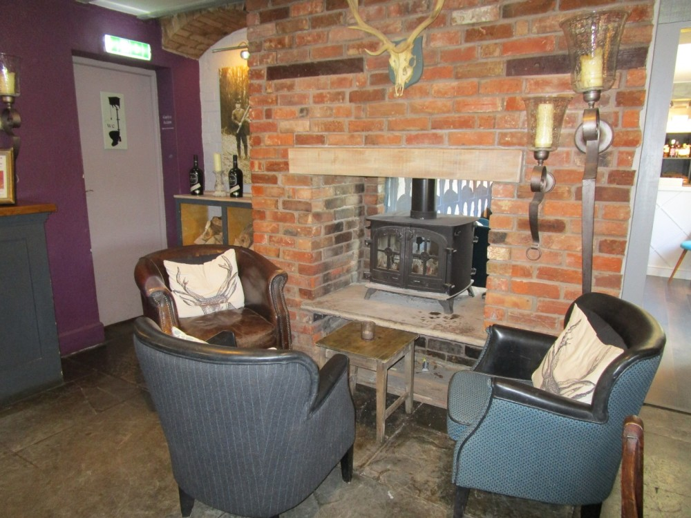 A3400 dog-friendly coaching inn near Stratford-on-Avon, Warwickshire - Warwickshire dog-friendly pubs and walks.JPG