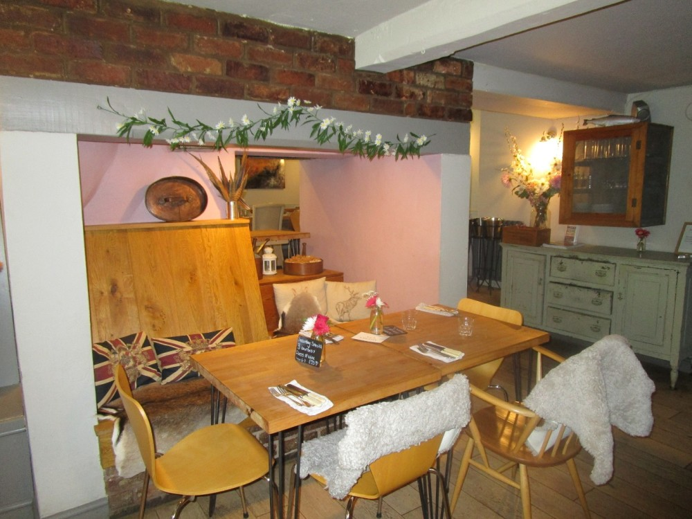 M40 Junction 11 dog walk and dog-friendly dining, Warwickshire - Warwickshire dog-friendly pubs and dog walks.JPG