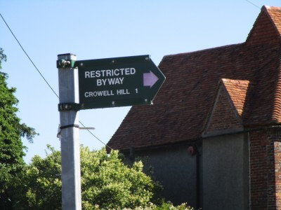 M40 Junction 5 or 6 dog walk and dog-friendly pub near Chinnor, Oxfordshire - Driving with Dogs