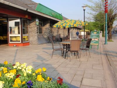 Porthmadog dog-friendly cafe, Wales - Driving with Dogs