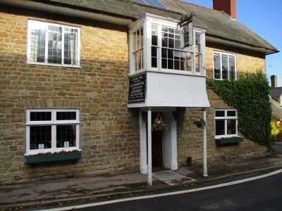 A37 dog-friendly inn and dog walk between Yeovil and Dorchester, Dorset - Driving with Dogs