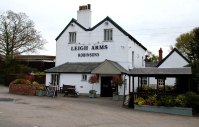 Weaverham dog-friendly pub and dog walk, Cheshire - Driving with Dogs