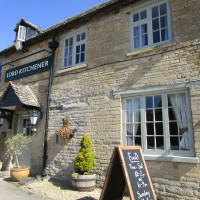 A40 dog-friendly pub and dog walk near Witney, Oxfordshire - Dog walks in Oxfordshire