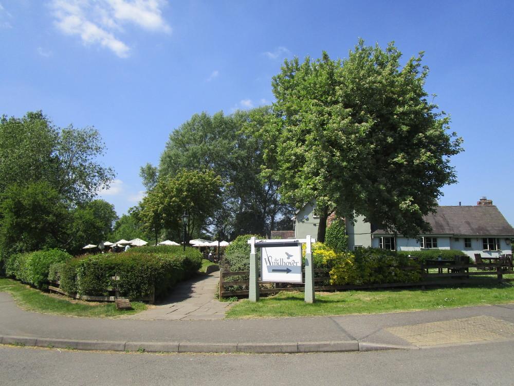 Chapel Brampton dog-friendly restaurant and dog walk, Northamptonshire - Dog walks in Northamptonshire